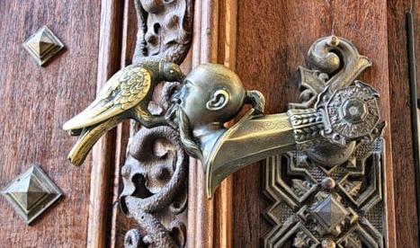 дверные ручки на розетке